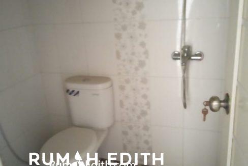Dijual rumah siap huni 2 lantai 1,6M nego di pinggir jln raya asmawi Beji kukusan 8