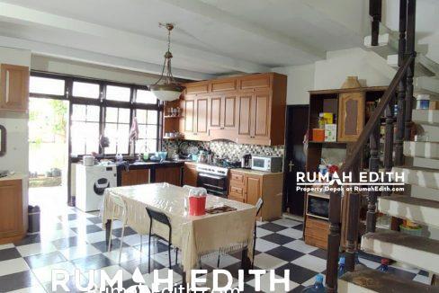 Rumah-Elegan-Unik-Asri-Halaman-Luas-di-Cipedak-Jakarta-Selatan-16-M-rumah-edith-12