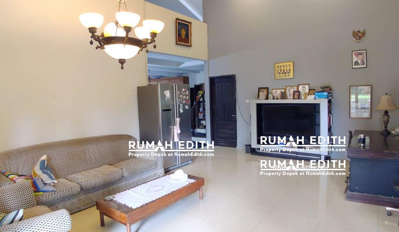 Rumah-Elegan-Unik-Asri-Halaman-Luas-di-Cipedak-Jakarta-Selatan-16-M-rumah-edith-3