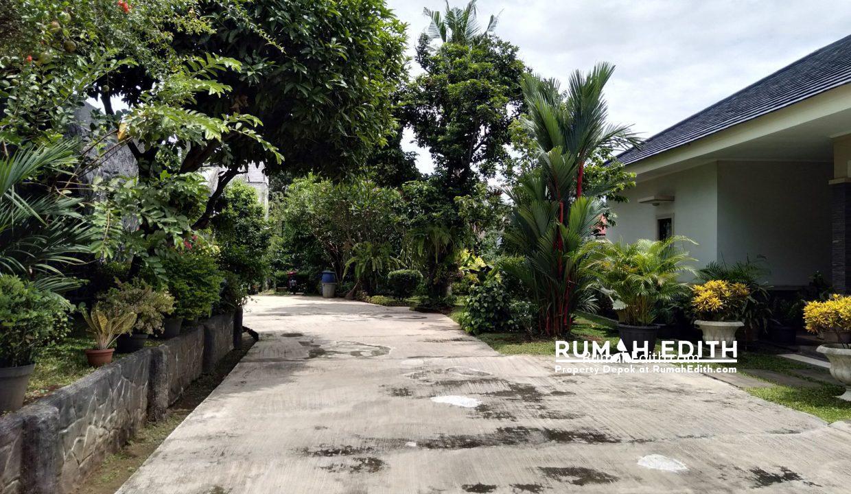 Dijual Rumah Second 2 unit di Limo Depok 17 M dalam 1 area ada kolam renang 18
