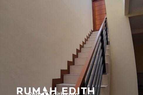 rumah edith - Rumah Cantik 1.5 lantai di Hook Selangkah Stasiun Citayam jalan kaki 3